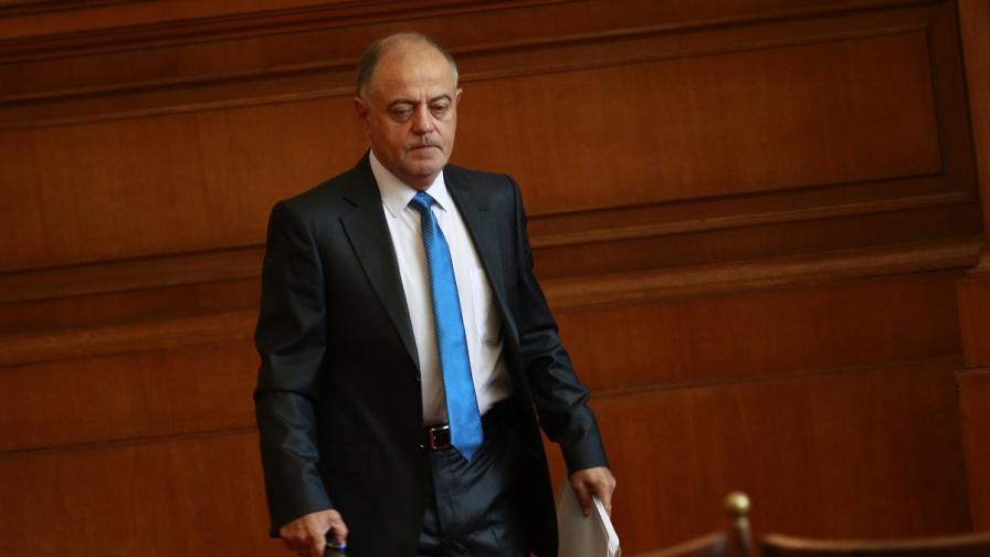 Ген. Атанасов подаде оставка като шеф на комисия в НС
