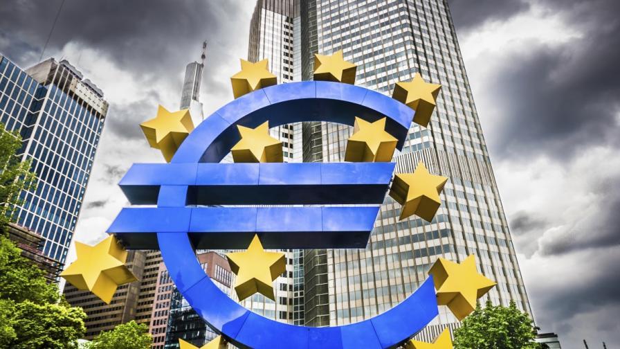 ФТ: ЕЦБ е пуснала тайни кредитни линии за България и Румъния