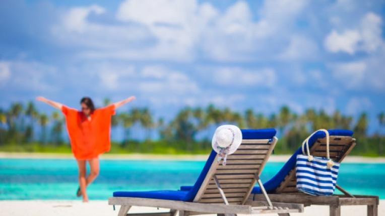 жена плаж море слънце лято щастие