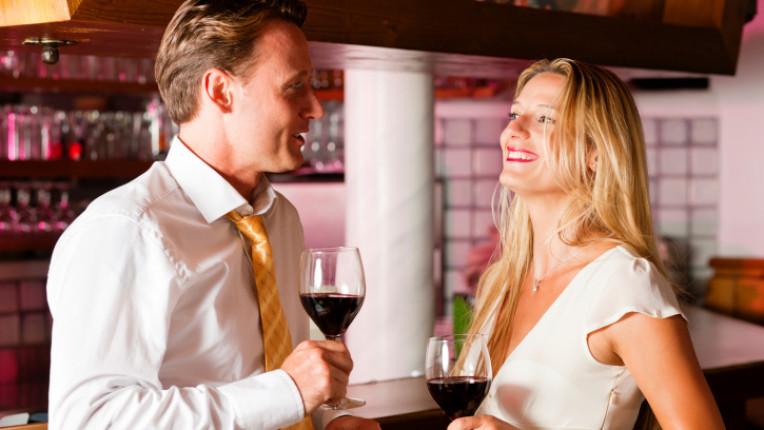 мъж жена среща вечеря флирт