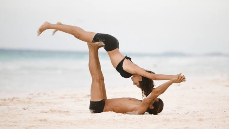 поза море любов двойка упражнение спорт лято
