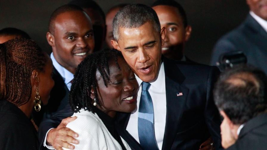 Обама се срещна с роднините си в Кения