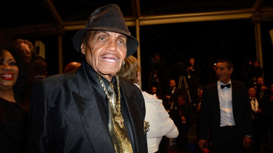 Бащата на Майкъл Джексън е приет в болница след инсулт