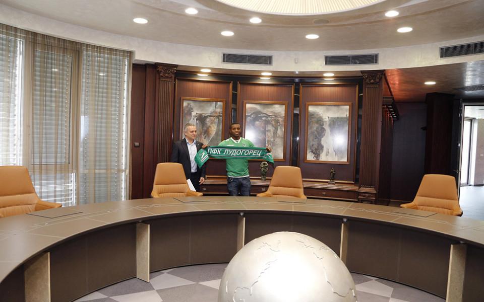 Лудогорец представи официално Джонатан Кафу