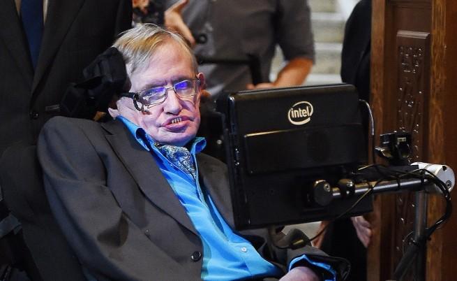 Стивън Хокинг: Черните дупки може да водят към други вселени