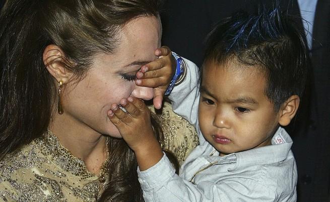 Анджелина и Мадокс през септември 2004 г.