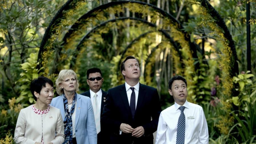 Дейвид Камерън в националната градина на орхидеите в Сингапур