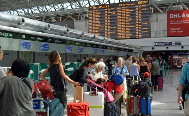 Нискобюджетна авиокомпания изостави 180 българи в Рим