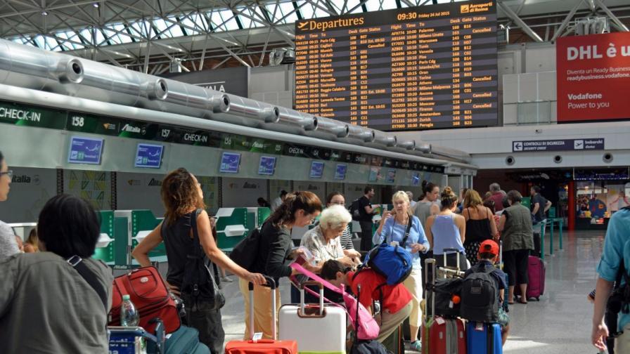 Пожар пак затвори международното летище в Рим