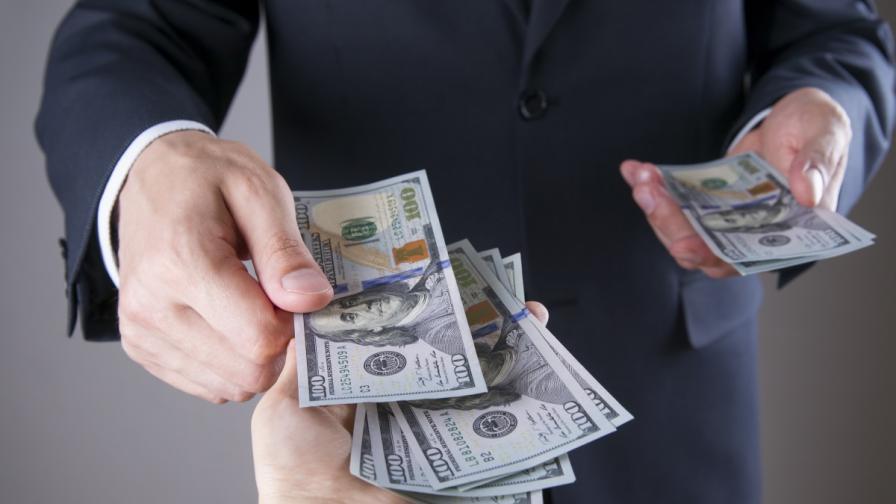 Колко голяма е разликата в заплатата на шефовете и подчинените, политиците и гражданите