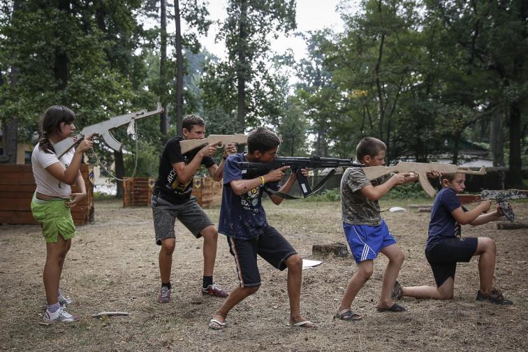 украйна деца военен лагер