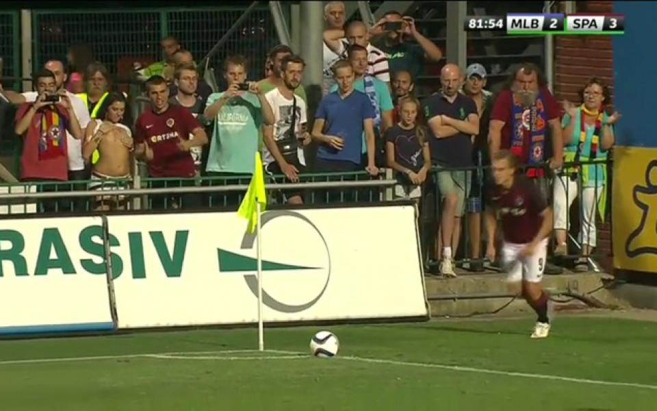 ВИДЕО: Фенка направи стриптийз по време на мач в Чехия