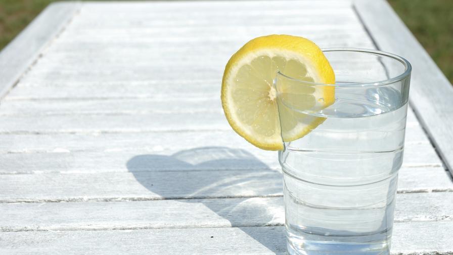 Пиенето на топла вода с лимон може да е опасно за зъбите