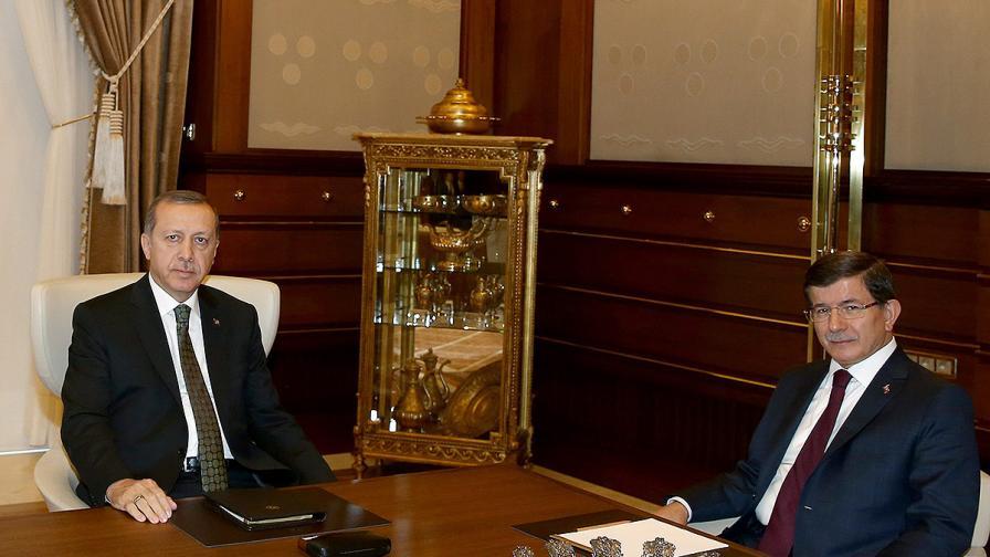 Ердоган упълномощи Давутоглу да състави временен кабинет
