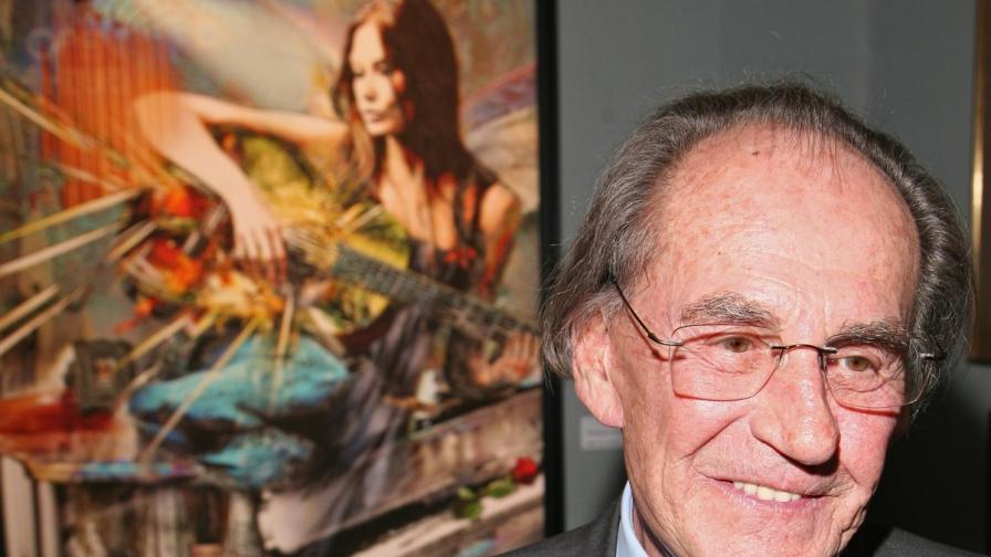 Бащата на Никола Саркози с изложба в Москва (видео)