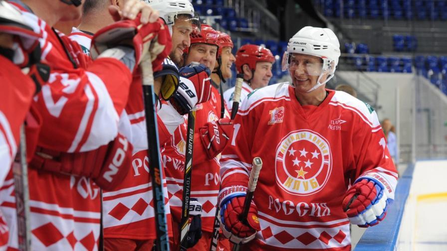 Путин играе хокей, познайте чий отбор печели (видео)