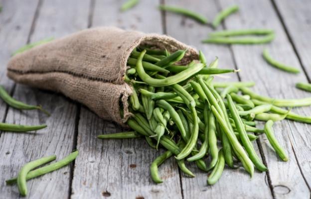 <p><strong>Зелен фасул</strong></p>  <p>Половин купичка зелен фасул към вечерята ще ви накара да се почувствате сити много по-бързо. Дори малко количество от продукта засищат глада за най-малко 3 часа напред. Причина са омега-3 мастните киселини, магнезият и фибрите в зеления фасул.</p>