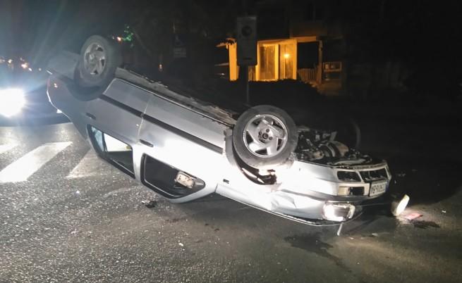 Кола с четирима младежи се преобърна в Казанлък