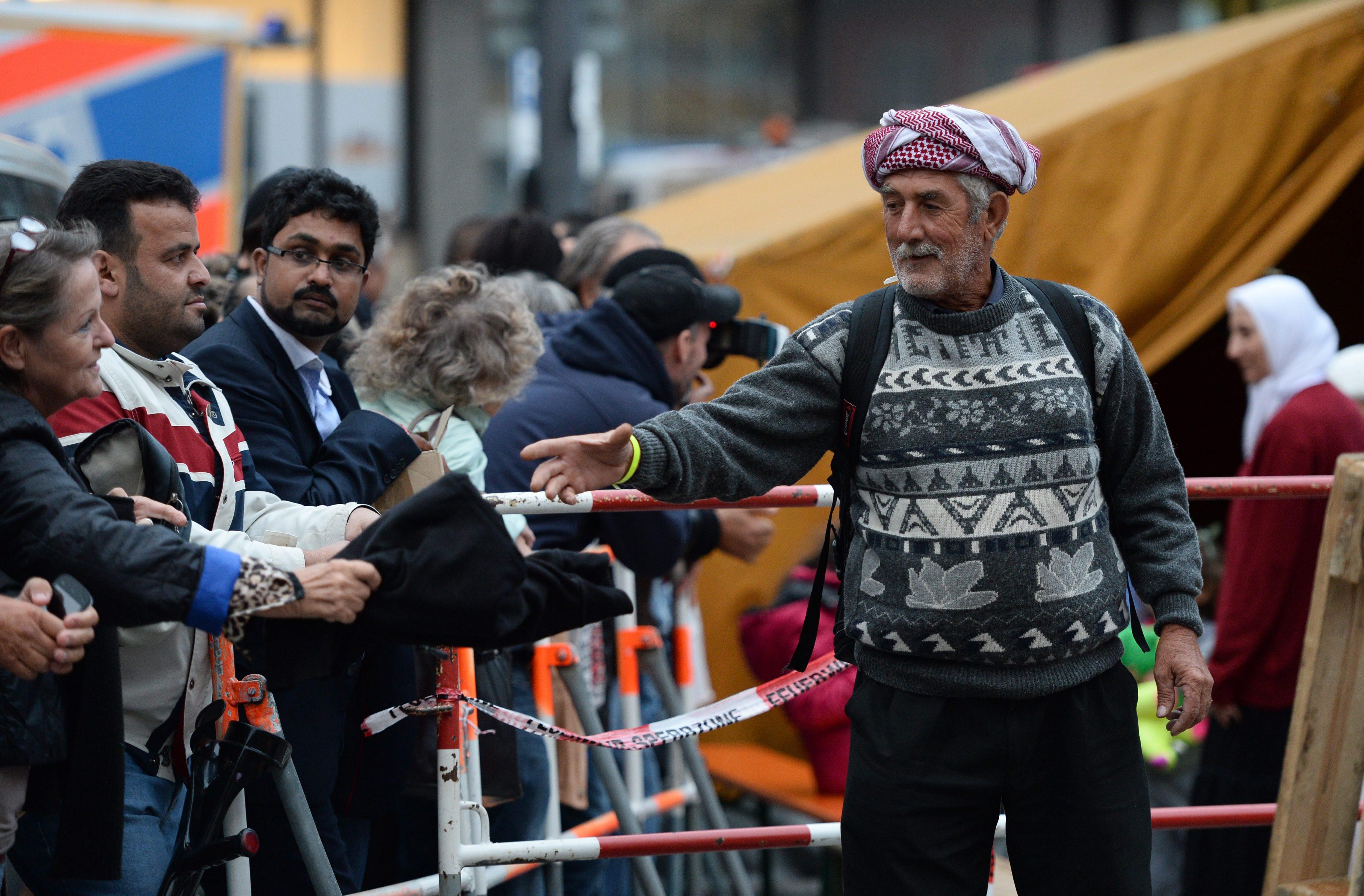 През последния уикенд в Германия пристигнаха около 20 000 бежанци, в голямата си част дошли от Сирия