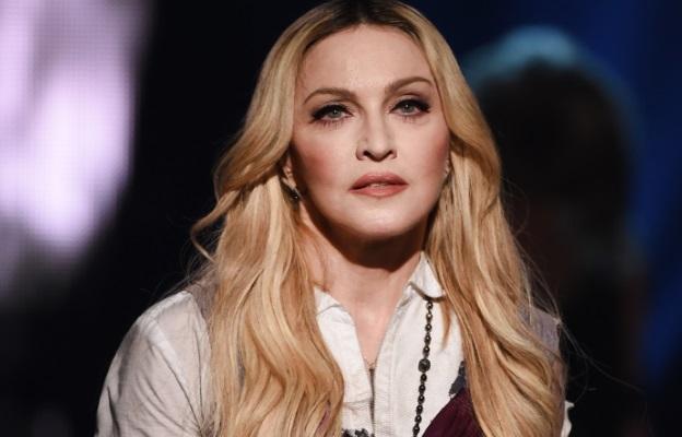 <p>Връзката между Мадона и Шон Пен винаги ще е актуална. &nbsp;<strong>Но&nbsp;ако са достатъчно умни, те ще се поучат от миналото си и няма да правят тази грешка да се събират отново. &nbsp;</strong>Двамата се женят през 1995 и се развеждат 4 години по-късно. Говореше се, че той е упражнявал насилие върху нея, но Мадона отрече тези слухове през 2015.&nbsp;</p>