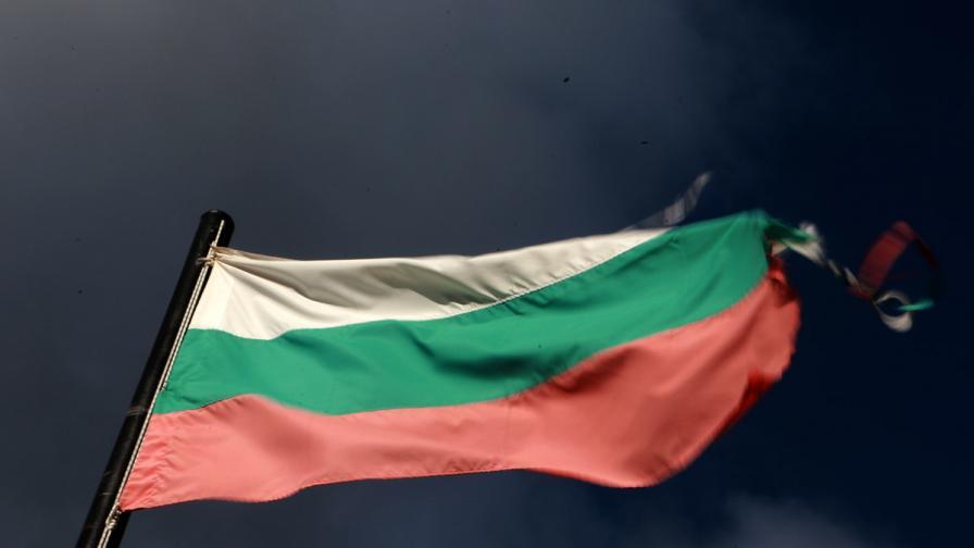 Две години затвор за мъжа, който запали и уринира върхубългарското знаме