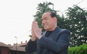 Берлускони продава всичките си акции в Милан