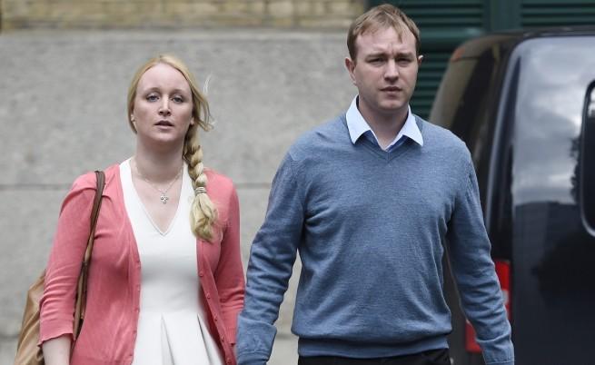 Том Хейс със съпругата си Сара