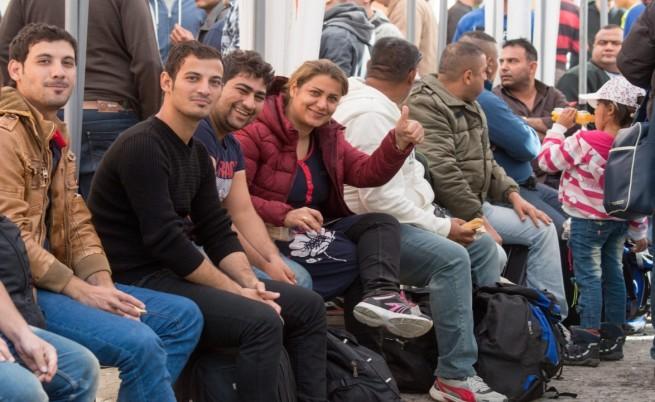 Да приемем бежанци или да плащаме?