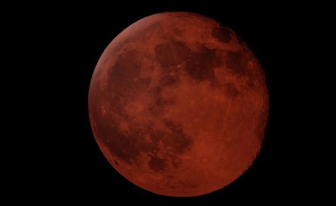Погледнете към небето: Луната и Марс готвят спектакъл