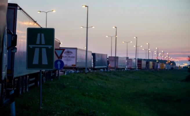 Напрежение и затворена граница между Сърбия и Хърватия заради бежанците
