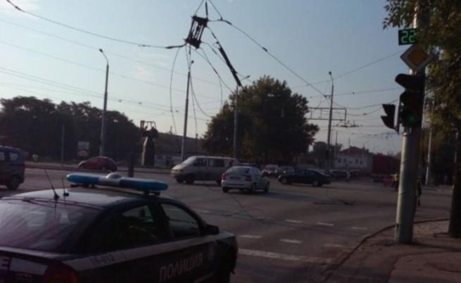 Задръствания в Пловдив, скъсаха се тролейбусни жици