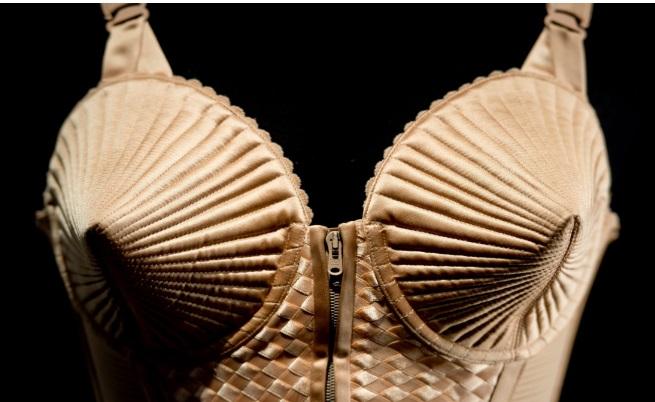 Бюстието на Мадона, дело на Жан-Пол Готие