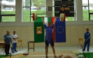 Български щангист попадна в английски учебник по физика