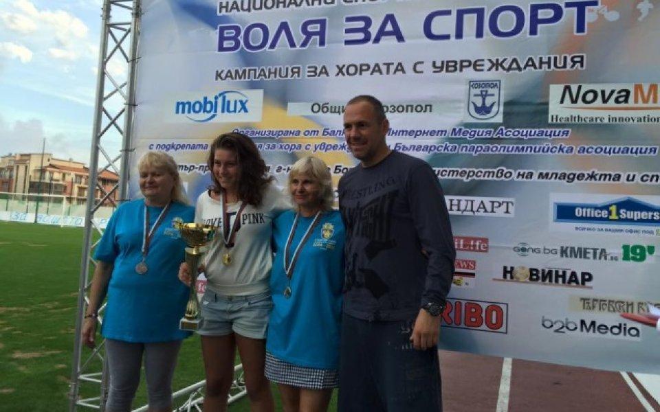 Радостин Кишишев и цял футболен отбор наградиха победителите от