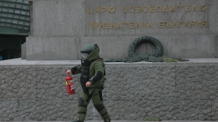 Пожарогасител, взет за бомба, притесни полиция и депутати