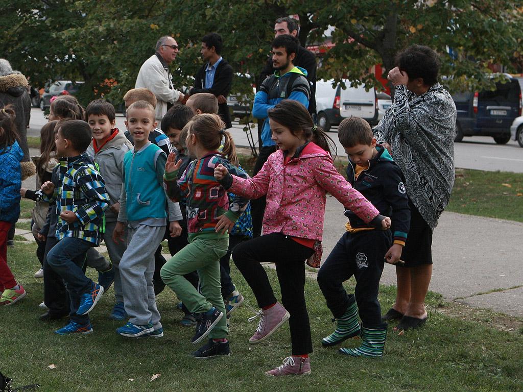 """Софийският духов оркестър поздрави жителите на район """"Студентски"""" с изпълнения на народна и филмова музика пред параклиса в парк """"Студентски"""""""