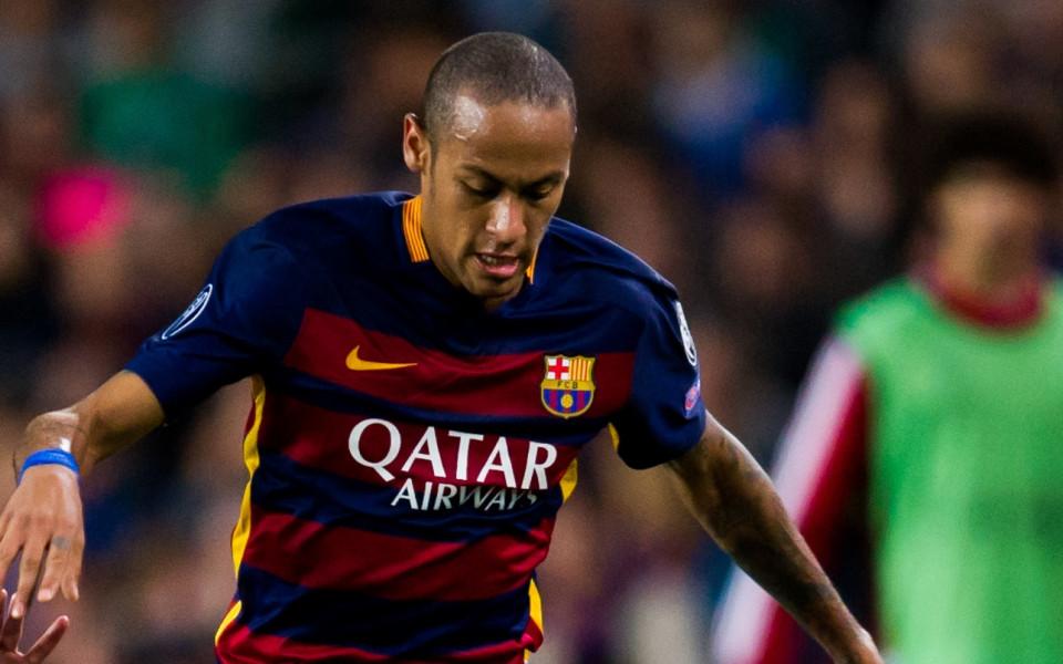 Неймар не бърза да подновява договора си с Барселона