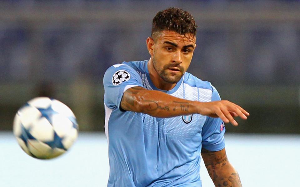 Защитник на Лацио със счупен нос след мача в ЛЕ