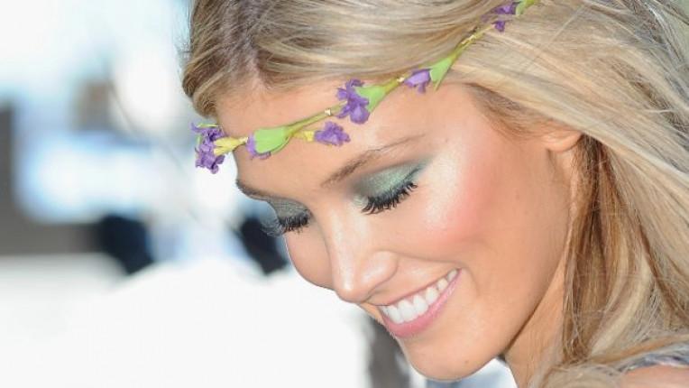 Певицата Делта е прекрасен пример за свеж пролетен грим