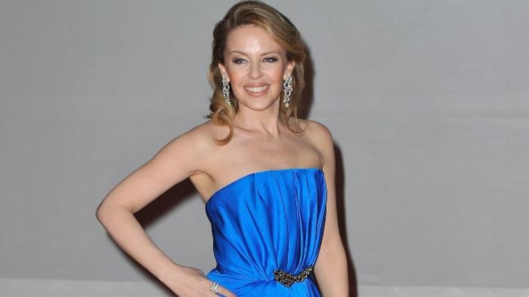 Кайли Миноуг беше прелестна в синята си рокля