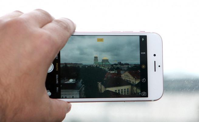 Продажбите на смартфони падат за пръв път в историята