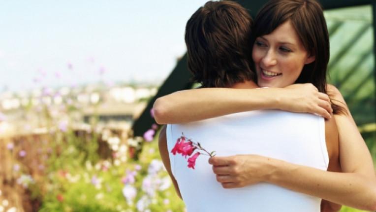 мъж жена любов прегръдка