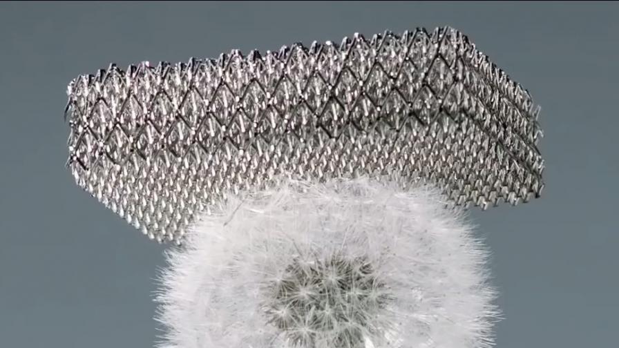 Боинг направи най-лекия метал в света