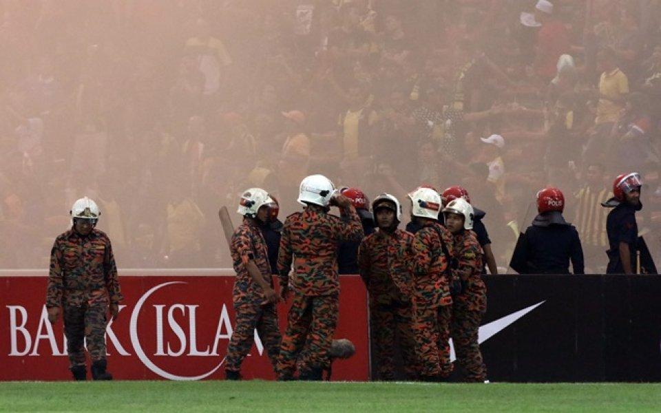 Вкараха футболист в затвора заради критики към треньора