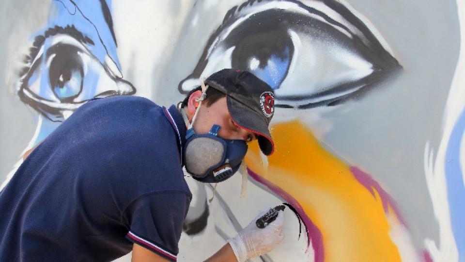 """Трима от най-популярните художници на традиционно и новаторско изкуство в България бяха жури в конкурса за графити на КНСБ и Сдружение """"Младежки форум 21 век"""". Младежкият конкурс се организира по повод 1-ви май – Международен ден на труда и на международната работническа солидарност"""