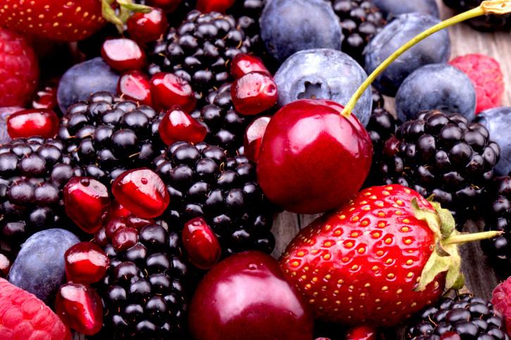 <p>Ако ядем плодове и зеленчуци, със сигурност ще отслабнем, но има няколко плода и зеленчука, които подпомагат свалянето на килограми най-добре. Първите от тях са горските плодове.</p>