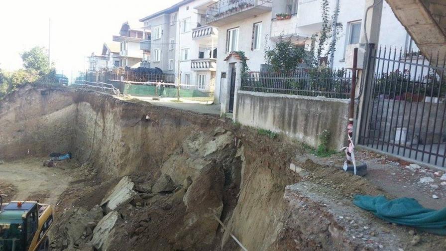 Строителят от Асеновград: Няма срутена къща, нито стена