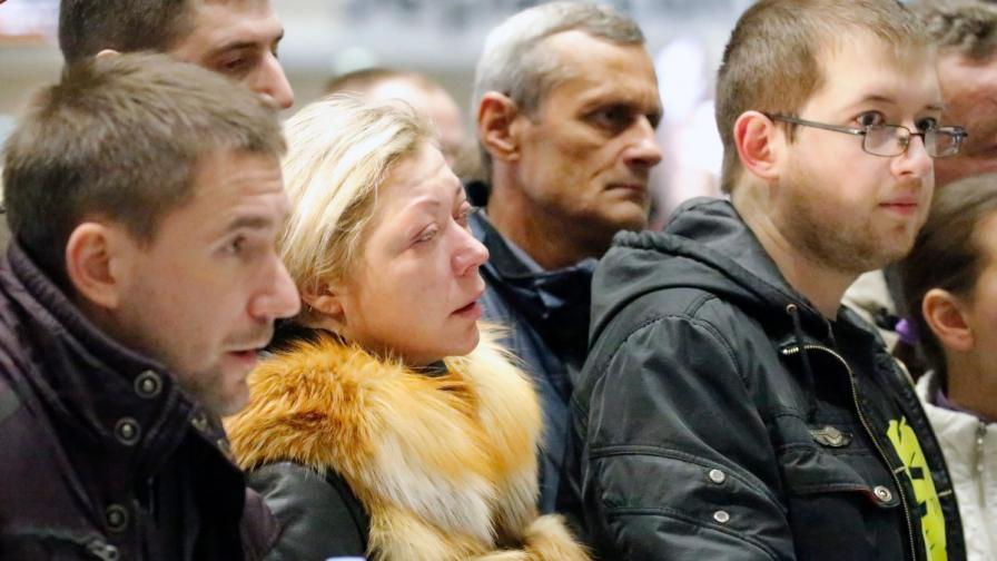 Роднини на пасажерите от разбилия се в Синай руски самолет чакат на летището в Санкт Петербург новини за близките си