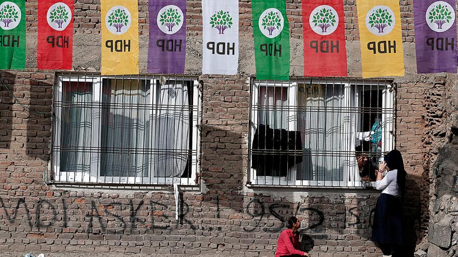 В Турция гласуват на предсрочни парламентарни избори