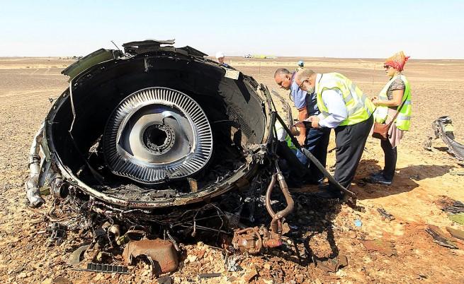 Руският самолет се е разпаднал във въздуха